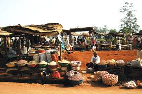 La rue des artisans à Foumban