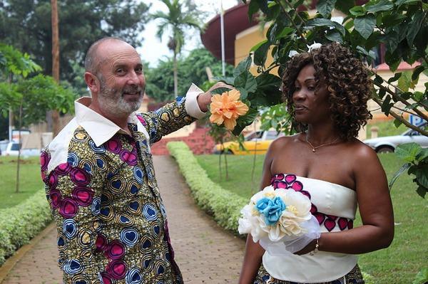 Rencontre avec blanc vivant au Cameroun Femme cherche homme